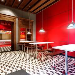 RESTAURANTES KFC: Espacios comerciales de estilo  por ARKILINEA, Ecléctico
