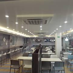 Restaurante Clinica La Misericordia Barranquilla Colombia: Clínicas de estilo  por AV arquitectos,