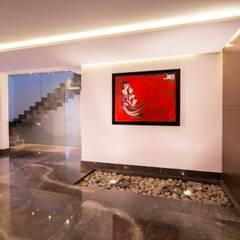 Pasillo: Pasillos y recibidores de estilo  por URBN