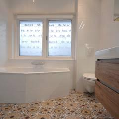 landelijke badkamer Alkmaar: minimalistische Badkamer door AGZ badkamers en sanitair