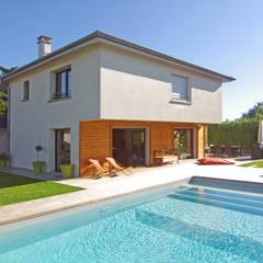 Façade coté piscine: Piscines  de style  par Pierre Bernard Création