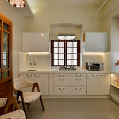 Tiny Home Design:  Kitchen by Aum Architects