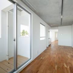 北千束の集合住宅: 黒川智之建築設計事務所が手掛けた壁です。,