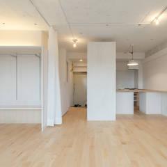 Renovation in Meidai-mae:  Dining room by Kentaro Maeda Architects