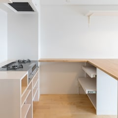 Renovation in Meidai-mae:  Kitchen by Kentaro Maeda Architects,Eclectic Wood Wood effect