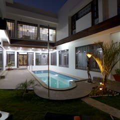 Dr Rafique Mawani's Residence:  Houses by M B M architects
