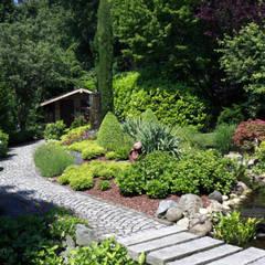 Das Gartenhaus, am Waldrand gelegen: hier verschmelzen gebauter Garten und Natur: landhausstil Garten von dirlenbach - garten mit stil