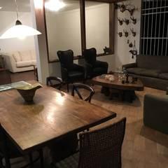 Casa El Cafetal : Salas / recibidores de estilo  por THE muebles