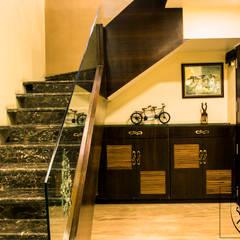 A Duplex Apartment, Raipur:  Corridor & hallway by ES Designs,Modern