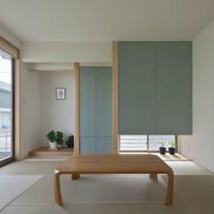 川面の家: 田村の小さな設計事務所が手掛けた和室です。,モダン 木 木目調