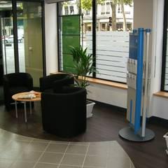 Espace attente: Espaces commerciaux de style  par Pierre Bernard Création