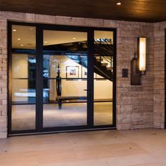 Pasillos y vestíbulos de estilo  por EeStairs | Stairs and balustrades