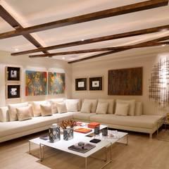 Sala de Estar- Mostra Casa Design: Salas de estar  por Andréa Spelzon Interiores