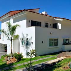 residencia Caballero: Casas de estilo  por Excelencia en Diseño