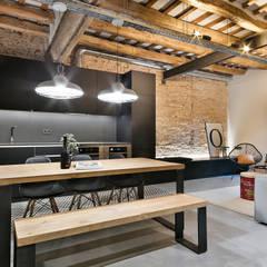 Dröm Living: endüstriyel tarz tarz Yemek Odası