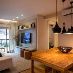 Apartamento decorado RJZ -: Salas de jantar  por Gisele Taranto Arquitetura,Moderno
