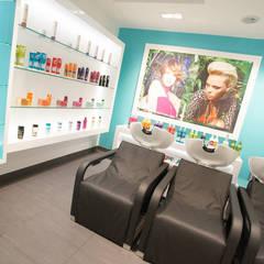 Coin shampooings: Locaux commerciaux & Magasins de style  par réHome