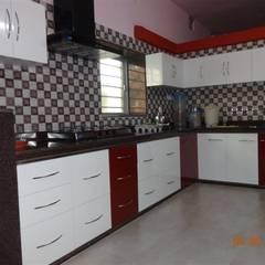 modular kitchen design :  Kitchen by aashita modular kitchen