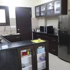modular kitchen design : modern Kitchen by aashita modular kitchen