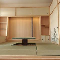 Soggiorno Shoji in stile giapponese: Soggiorno in stile in stile Asiatico di Arpel