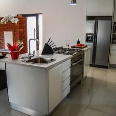 Mr & Mrs Du Plessis Project - The Hills Estate, Pretoria:  Kitchen by Ergo Designer Kitchens and Cabinetry,
