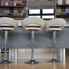 Mr & Mrs Harper Bar Area:  Wine cellar by Ergo Designer Kitchens and Cabinetry