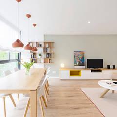 Salones de estilo escandinavo de Beivide Studio Escandinavo
