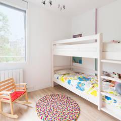 Ramon Turró: Dormitorios infantiles de estilo  por Beivide Studio