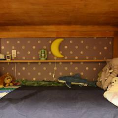 子ども室のアクセントクロス: 株式会社エキップが手掛けた子供部屋です。