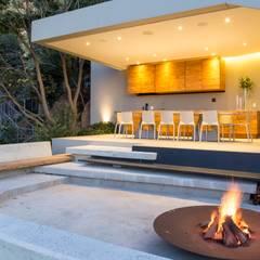 Concrete House :  Garden by Nico Van Der Meulen Architects
