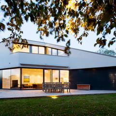 Haus F Moderner Balkon, Veranda & Terrasse von WSM ARCHITEKTEN Modern