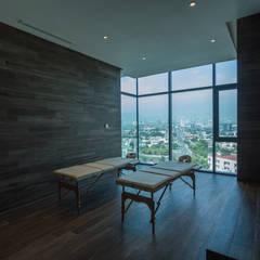Amenidades Edificio Fuentes: Spa de estilo  por Línea Vertical