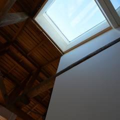 h17t: aoydesign 株式会社アオイデザインが手掛けた窓です。,ラスティック