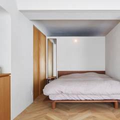 h20e: aoydesign 株式会社アオイデザインが手掛けた寝室です。
