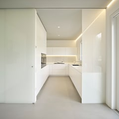 مطبخ تنفيذ Burnazzi  Feltrin  Architects, تبسيطي