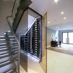 Bodegas de vino de estilo moderno por Railing London Ltd