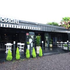 CAFE 'MONGNI MONGRI': 디자인팩토리의  주택