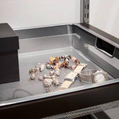 Korbauszug für Schmuck:  Ankleidezimmer von Elfa Deutschland GmbH