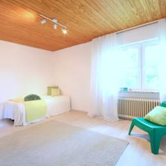 Kinderzimmer: klassische Kinderzimmer von Birgit Hahn Home Staging
