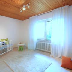 Babyzimmer: klassische Kinderzimmer von Birgit Hahn Home Staging