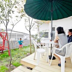 アンティーク家具と暮らすロフトのある家: 遊友建築工房が手掛けたテラス・ベランダです。