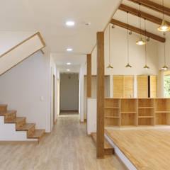 광주 동림동 마디주택: 꿈꾸는목수의  거실