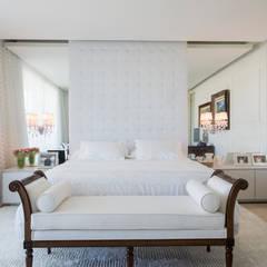 Bedroom by Rodrigo Maia Arquitetura + Design