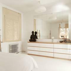 Dormitorio boho-nordico: Dormitorios de estilo  de ALQUIMIA DECO