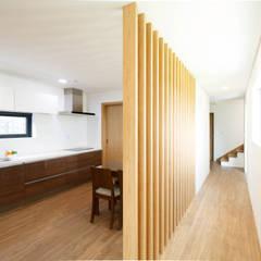 اتاق غذاخوری by 스튜디오메조 건축사사무소