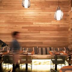 Restaurante Tanit : Espaços gastronômicos  por Coletivo de Arquitetos