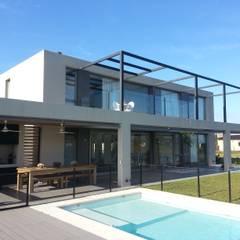 Moderne Pools von estudio|44 Modern