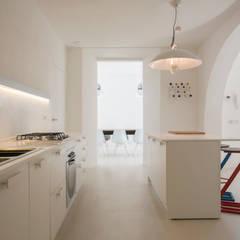 Mediterranean style kitchen by mc2 architettura Mediterranean