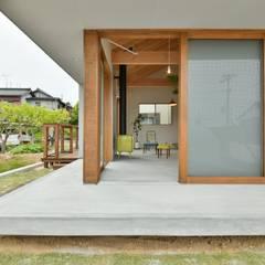 Oficinas y Tiendas de estilo  por T's lab一級建築士事務所