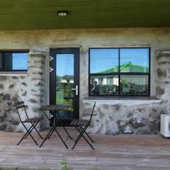 까사봉봉: 아키제주 건축사사무소의  베란다